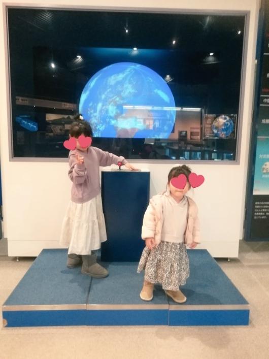 子出かけ子連れお出かけ子連れ旅行大阪市立科学館4階宇宙から見た地球