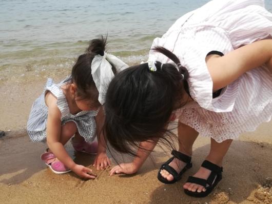 ダイソースポーツサンダルキッズ用海ではしゃぐ2歳子連れ海水浴持ち物リスト5歳2歳2児のママおすすめ水着サンダル海遊び日焼け対策