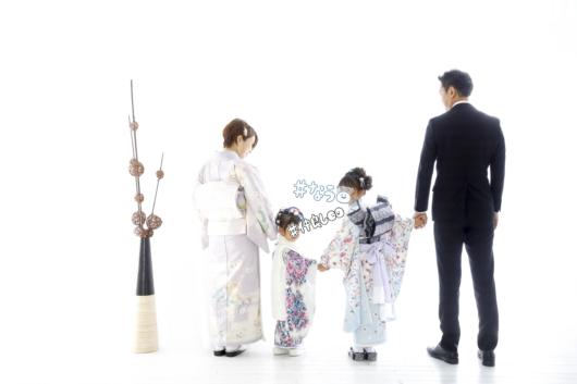 姉妹一緒に七五三撮影かわいいジルスチュアート着物お揃いスタジオ4c。大阪貸切フォトスタジオ2階後ろ姿3歳7歳おしゃれ