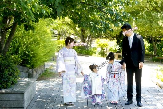 姉妹一緒に七五三撮影かわいいジルスチュアート着物お揃いスタジオ4c。大阪貸切フォトスタジオロケーション撮影おしゃれ新緑