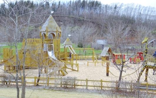 出典:しょうラヂオ。えこりん村プレイエリア木製遊具銀河庭園