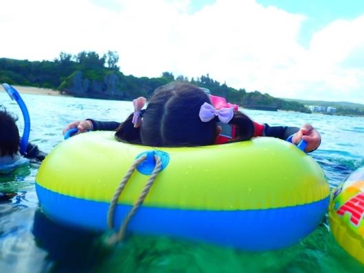 子連れ沖縄2歳5歳シュノーケル真栄田岬箱メガネ付ボード型浮き輪